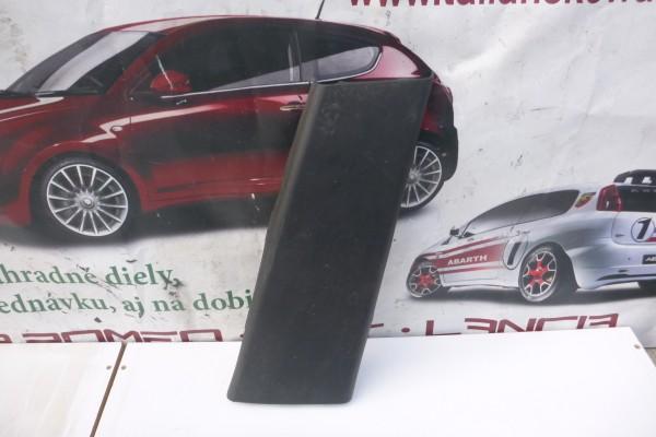 Fiat 500L Plast B-Stlpika prava strana 735522681