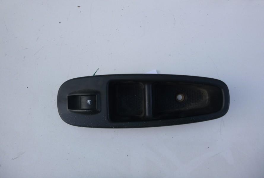Fiat 500L Ovladanie okna prave predne 735600120