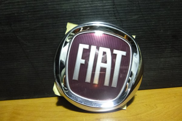 Fiat Freemont novy predny znak 68088871