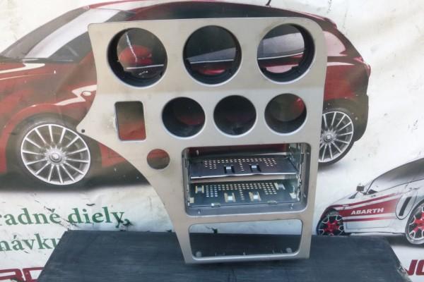 Alfa romeo 159 stredny panel-male radio