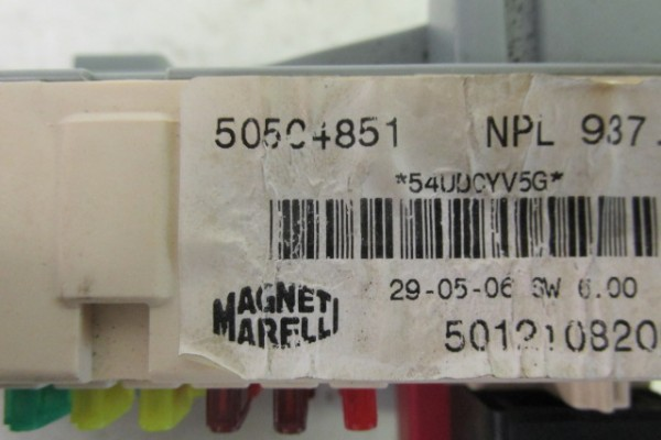 Alfa romeo 147 vnutorna poistkova skrinka/immo box 50504851