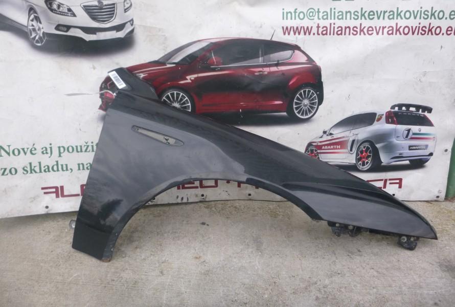 Alfa romeo 159 pravy predny cierny blatnik