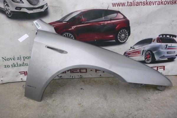Alfa romeo 159 pravy predny strieborny blatnik