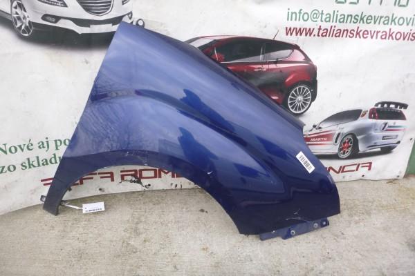 Fiat Doblo 3 pravy predny modry blatnik