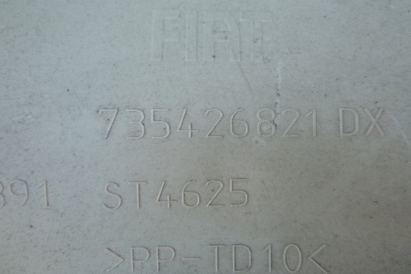 Fiat 500 cabrio plast C-stlpika 735426821/prava strana
