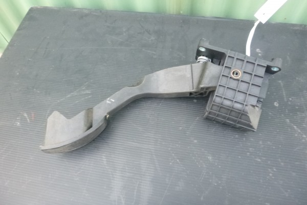 Fiat 500 1.2benzin pedal plynu