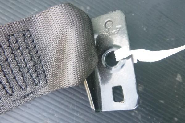 Fiat 500 napinak zadneho bezpecnostneho pasu/lava strana